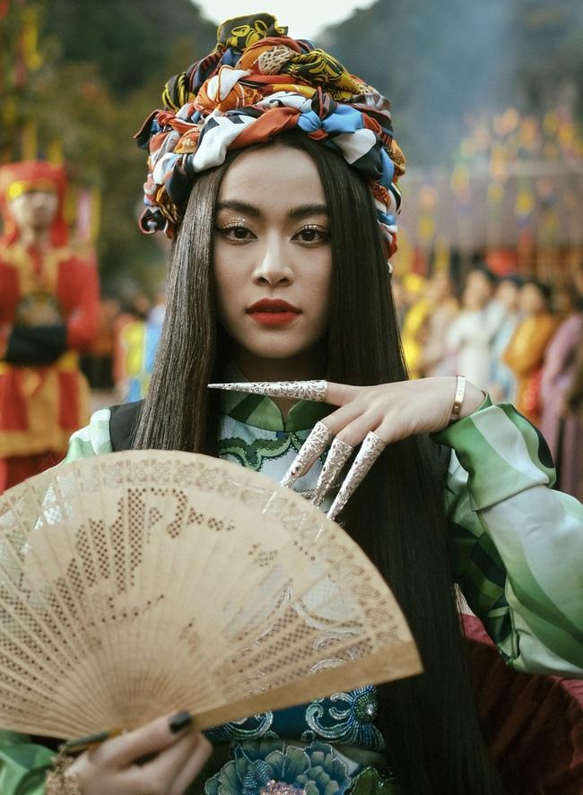 Cú nổ cho nhạc Việt 2019: Hoàng Thùy Linh nhắc lại scandal, Đen Vâu thống lĩnh, Hương Giang - Chi Pu hát yếu vẫn gây sốt - Ảnh 6.