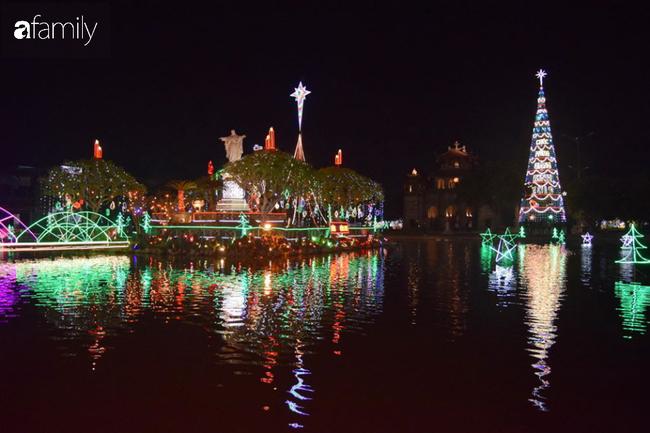 Không khí Giáng sinh rực rỡ tại nơi đồng bào Công giáo nhiều nhất cả nước - Ảnh 7.