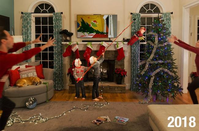 """Cặp vợ chồng đông con chụp ảnh """"phơi bày sự thật"""" về lễ Giáng sinh và tình hình ngày càng """"khó đỡ"""" khi lũ trẻ lớn dần lên - Ảnh 6."""