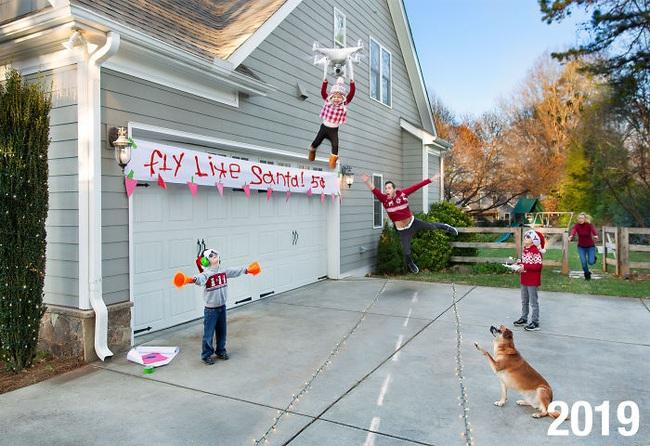 """Cặp vợ chồng đông con chụp ảnh """"phơi bày sự thật"""" về lễ Giáng sinh và tình hình ngày càng """"khó đỡ"""" khi lũ trẻ lớn dần lên - Ảnh 7."""