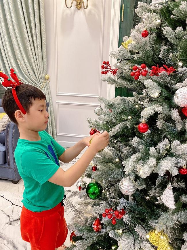"""Tự giác làm việc nhà là thế nhưng lúc xin quà Giáng sinh, """"thánh ăn"""" nhà Đăng Khôi - Thủy Anh lại chỉ thích món đồ rẻ tiền này - Ảnh 2."""
