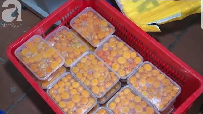 Kinh hoàng hàng tấn trứng gà non, vịt Trung Quốc bốc mùi bán ra thị trường - Ảnh 8.
