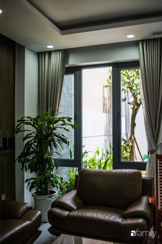 Ngôi nhà phố cho gia đình 3 thế hệ với chiều dài 36m2 tạo ấn tượng mạnh nhờ tông màu trung tính ở Hà Nội - Ảnh 9.