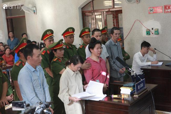 Trực tiếp phiên xét xử 9 bị cáo vụ sát hại nữ sinh giao gà ở Điện Biên: Toà không triệu tập bà Trần Thị Hiền (mẹ bị hại) - Ảnh 1.