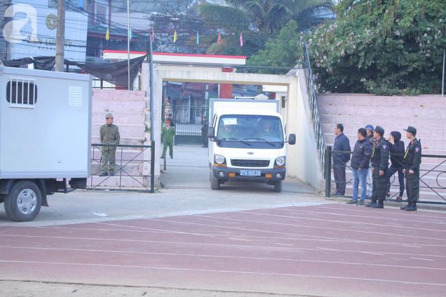 Trực tiếp phiên xét xử 9 bị cáo vụ sát hại nữ sinh giao gà ở Điện Biên: Toà không triệu tập bà Trần Thị Hiền - Ảnh 4.