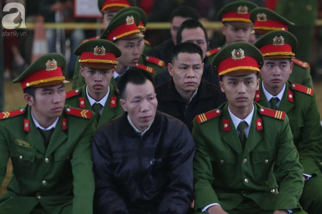 Trực tiếp phiên xét xử 9 bị cáo vụ sát hại nữ sinh giao gà ở Điện Biên: Tòa không triệu tập bà Trần Thị Hiền - Ảnh 1.