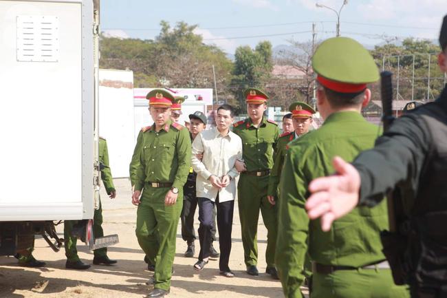 Tiếp tục xét xử các bị cáo trong vụ nữ sinh giao gà bị sát hại ở Điện Biên - Ảnh 2.