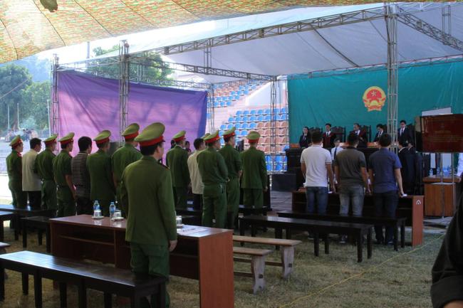 Tiếp tục xét xử các bị cáo trong vụ nữ sinh giao gà bị sát hại ở Điện Biên - Ảnh 4.