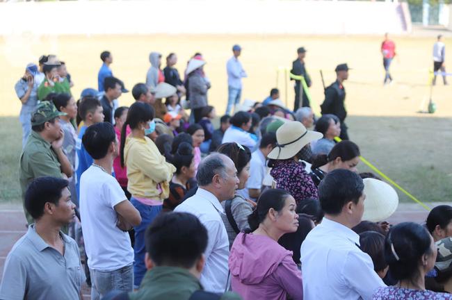Tiếp tục xét xử các bị cáo trong vụ nữ sinh giao gà bị sát hại ở Điện Biên: Bị cáo khai 5 lần thay nhau hiếp dâm nữ sinh Cao Mỹ Duyên - Ảnh 2.