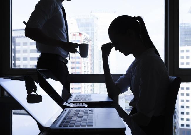 """Yêu và làm """"chuyện ấy"""" với sếp nữ ngay tại văn phòng, chàng công sở liền phát hiện sự thật bất ngờ đằng sau - Ảnh 3."""