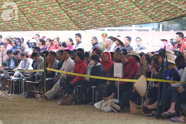 Vụ nữ sinh giao gà bị hiếp, giết ở Điện Biên: Người thân Cao Mỹ Duyên mang di ảnh đến tòa - Ảnh 6.