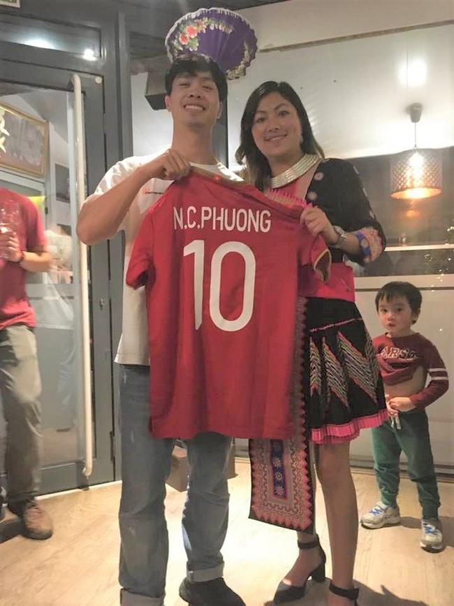 Cô gái H'Mông Lò Thị Mai được Công Phượng tặng áo đấu tại Bỉ - Ảnh 1.