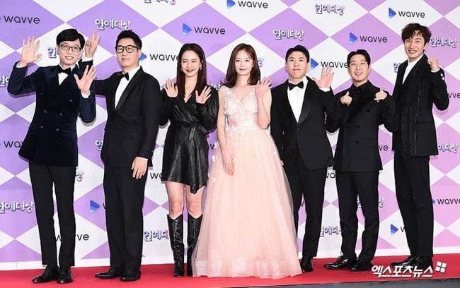 """Thảm đỏ """"hot"""" SBS Entertainment Awards 2019: """"Biệt đội"""" Running Man chiếm trọn sự chú ý nhưng Somin lại tiếp tục bị chỉ trích """"làm lố"""" - Ảnh 1."""