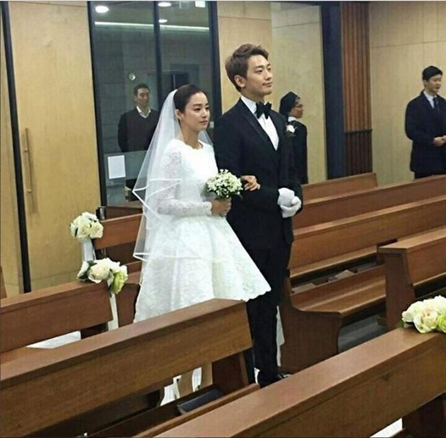 Lộ hình ảnh hiếm hoi của Bi Rain và Kim Tae Hee trong đám cưới em trai - Ảnh 3.