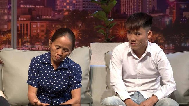 Bà Tân Vlog lần đầu kể về chuyện tình của mình: ''Em xấu gái với thấp bé... nhưng chồng em đẹp trai, còn đẹp hơn thằng Hưng con em'' - Ảnh 2.