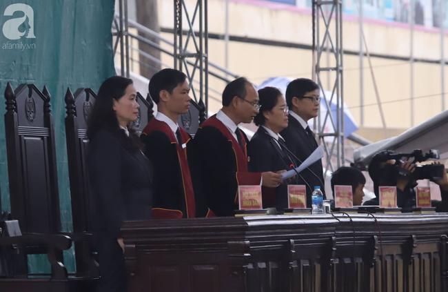 Vụ nữ sinh giao gà bị hãm hiếp, sát hại ở Điện Biên:  Các bị cáo phải bồi thường cho gia đình nạn nhân bao nhiêu tiền? - Ảnh 4.
