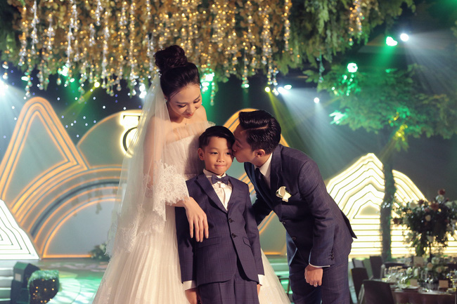 """Điểm lại """"năm hỷ"""" 2019 của showbiz Việt: Hôn lễ thế kỷ Đông Nhi - Ông Cao Thắng đã quá xa hoa nhưng những đám cưới này cũng không thua kém - Ảnh 12."""