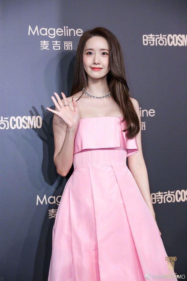 """Thảm đỏ nóng nhất Cbiz: Yoona xuất hiện xinh đẹp """"chặt chém"""" dàn mỹ nhân Hoa ngữ, nam thần Tiêu Chiến điển trai phong độ - Ảnh 2."""