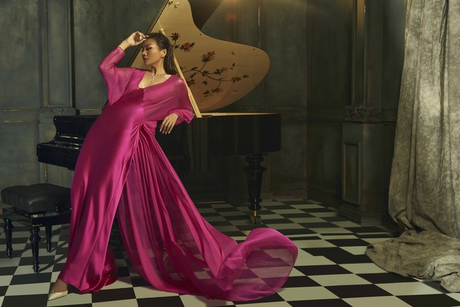 Duy mĩ trong từng khoảnh khắc, bộ ảnh Xuân/Hè 2020 của NTK Công Trí có tất cả: Thanh Hằng, Hồ Ngọc Hà và thời trang - Ảnh 8.