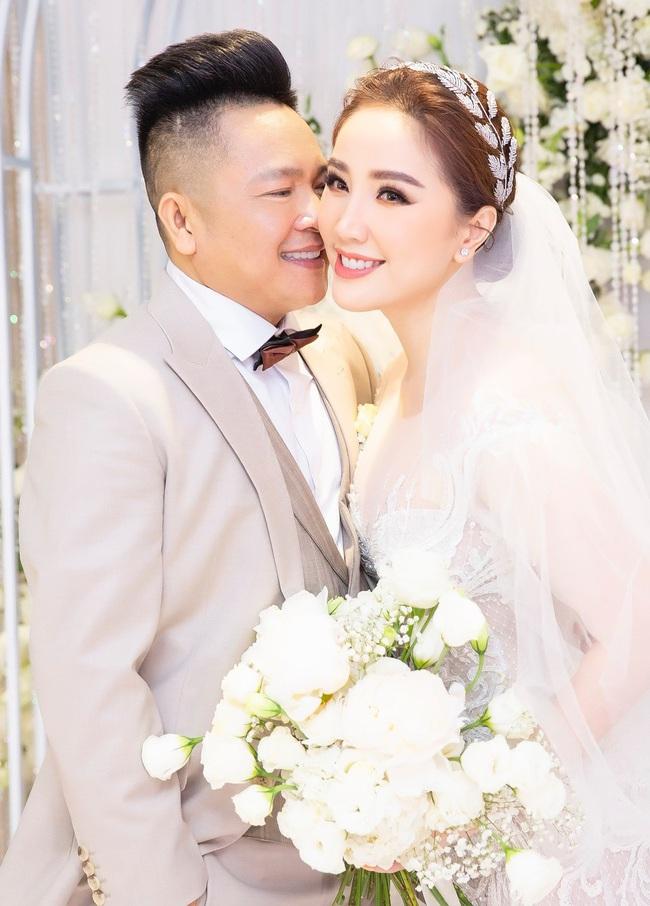 """Điểm lại """"năm hỷ"""" 2019 của showbiz Việt: Hôn lễ thế kỷ Đông Nhi - Ông Cao Thắng đã quá xa hoa nhưng những đám cưới này cũng không thua kém - Ảnh 6."""