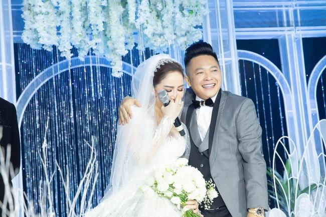 """Điểm lại """"năm hỷ"""" 2019 của showbiz Việt: Hôn lễ thế kỷ Đông Nhi - Ông Cao Thắng đã quá xa hoa nhưng những đám cưới này cũng không thua kém - Ảnh 8."""