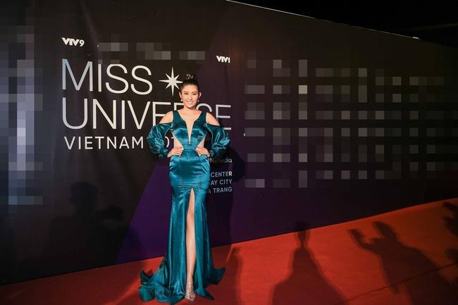 Thảm đỏ bán kết Hoa hậu Hoàn vũ Việt Nam 2019: Vũ Thu Phương quyền lực đọ dáng bên cạnh người đẹp Hương Giang - Ảnh 8.