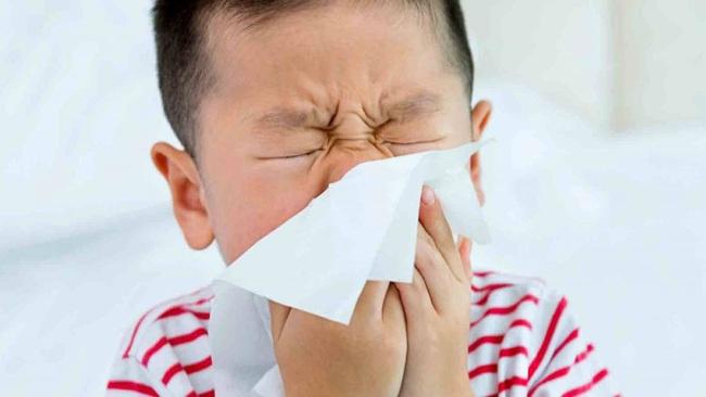 Bác sĩ Nhi giải thích vì sao đã chích ngừa cúm vẫn có khả năng mắc cúm nhưng vẫn nên tiêm chủng hàng năm - Ảnh 1.