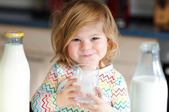 """Đầu tư sữa bạc triệu để con cao lớn mà mẹ lại quên chọn đúng thời điểm """"vàng"""", chẳng trách con cứ mãi thấp bé - Ảnh 1."""
