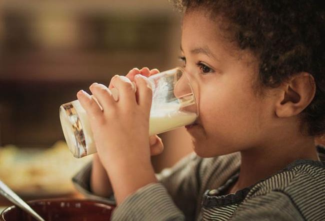 """Đầu tư sữa bạc triệu để con cao lớn mà mẹ lại quên chọn đúng thời điểm """"vàng"""", chẳng trách con cứ mãi thấp bé - Ảnh 2."""
