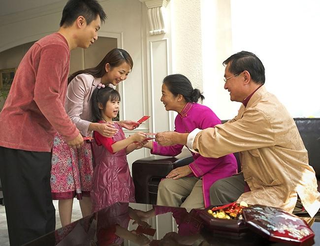 Vợ chồng trẻ không dám về quê ăn Tết để tiết kiệm tiền vì chỉ tính riêng khoản gửi Tết đã 'đi tong' mất 15 triệu - Ảnh 2.