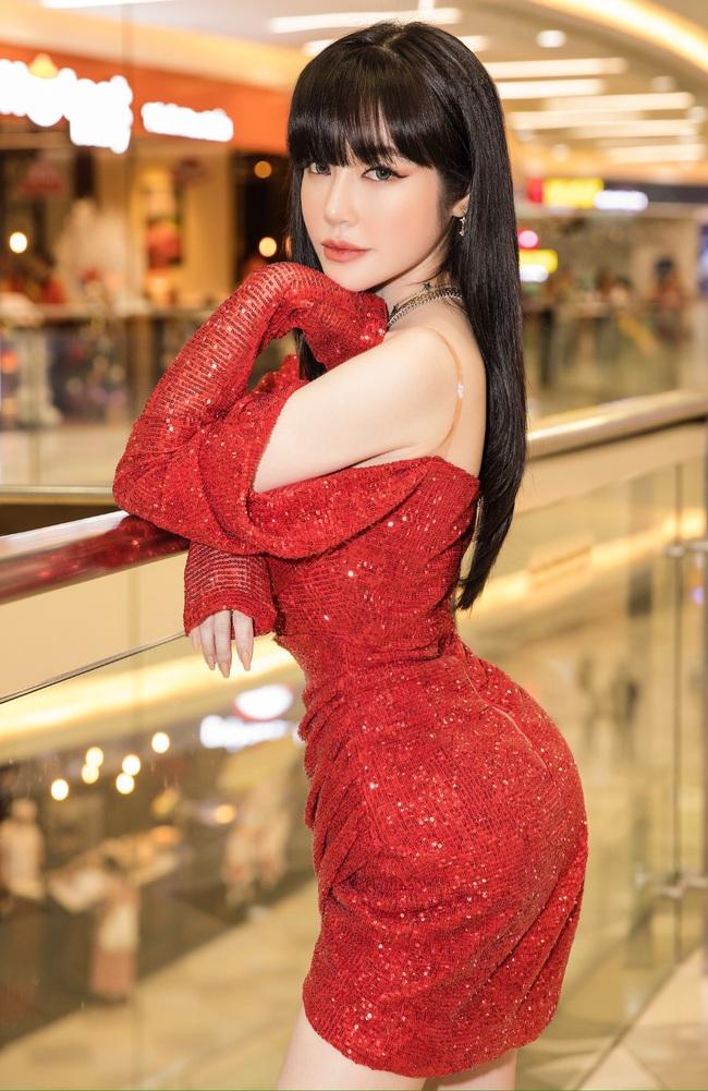 Choáng với vòng eo 55cm của Elly Trần, ngoài đời còn nhỏ hơn trên hình - Ảnh 3.