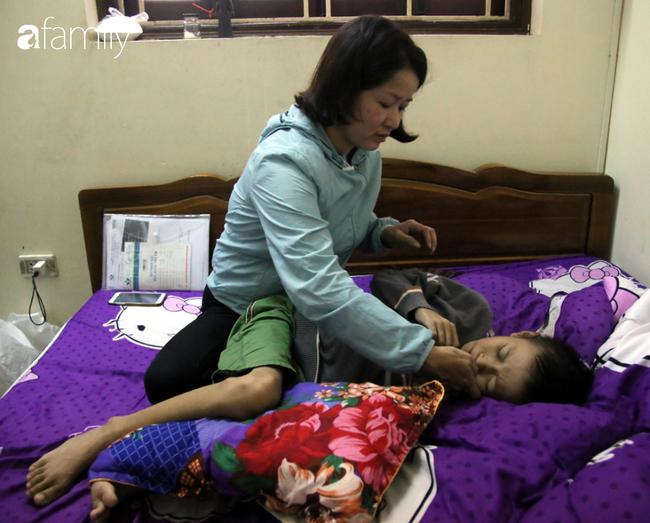 Chủ quan từ cơn đau bụng dai dẳng, cha mẹ lặng người khi con trai 9 tuổi phát hiện ung thư giai đoạn cuối   - Ảnh 2.