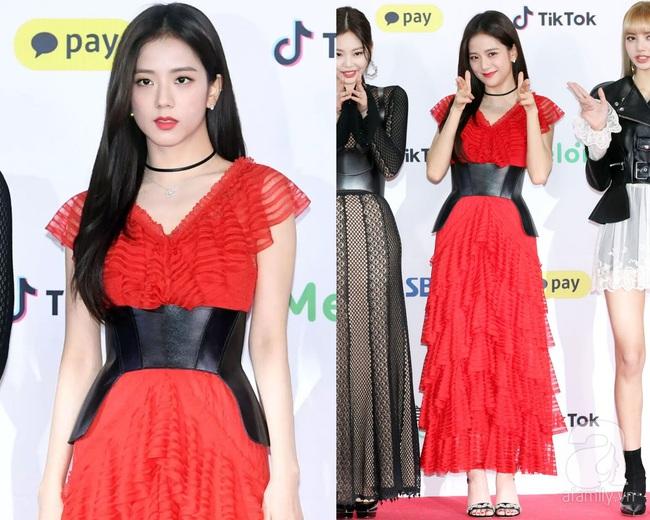 Khi diện váy, Jisoo (BLACKPINK) thường áp dụng 4 tips hack dáng để dù không cao nhưng người khác cũng phải ngước nhìn - Ảnh 6.