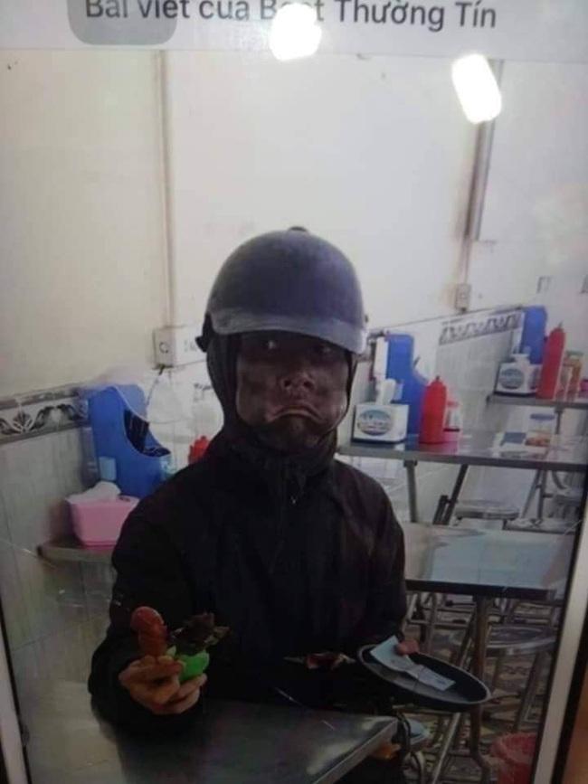 Hà Nội xuất hiện đối tượng mặc đồ đen cầm tiền lẻ và đồ chơi đứng trước cổng trường nghi dụ dỗ trẻ em, phụ huynh hết sức cảnh giác  - Ảnh 5.