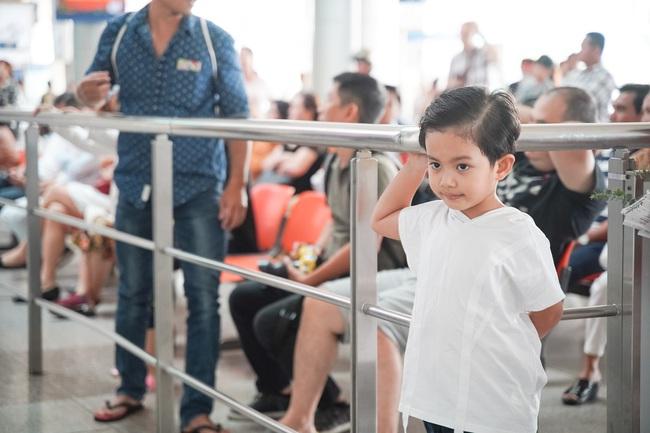 Giành huy chương vàng Sea Games, Khánh Thi - Phan Hiển được nhân vật đặc biệt này chờ đợi ở sân bay để đón về nhà - Ảnh 2.