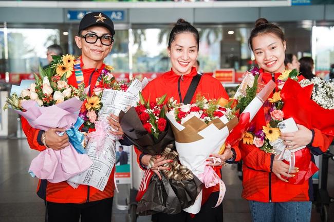 Giành huy chương vàng Sea Games, Khánh Thi - Phan Hiển được nhân vật đặc biệt này chờ đợi ở sân bay để đón về nhà - Ảnh 6.
