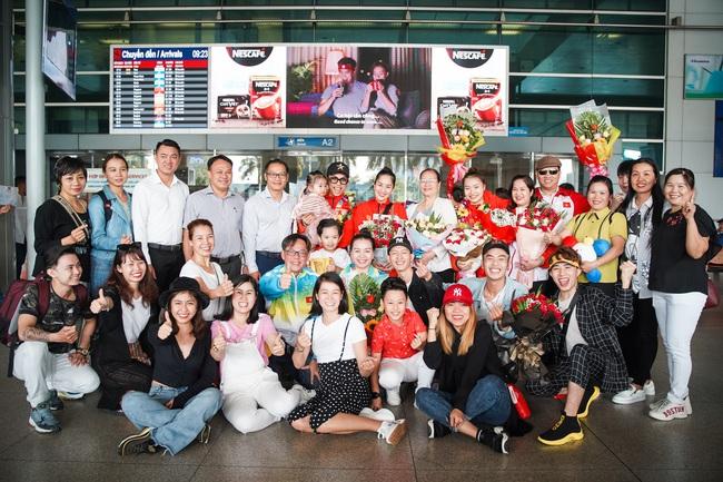 Giành huy chương vàng Sea Games, Khánh Thi - Phan Hiển được nhân vật đặc biệt này chờ đợi ở sân bay để đón về nhà - Ảnh 8.