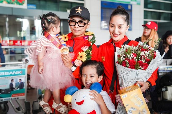 Giành huy chương vàng Sea Games, Khánh Thi - Phan Hiển được nhân vật đặc biệt này chờ đợi ở sân bay để đón về nhà - Ảnh 5.