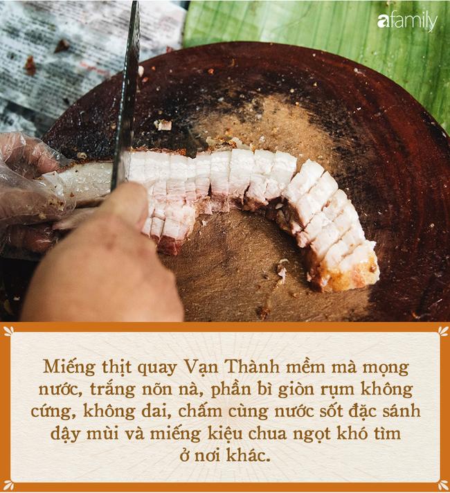 Bí mật thành công của hàng thịt quay lâu đời nhất Hà Nội, hơn 50 năm vẫn khiến khách xếp hàng dài như trẩy hội mỗi chiều - Ảnh 1.