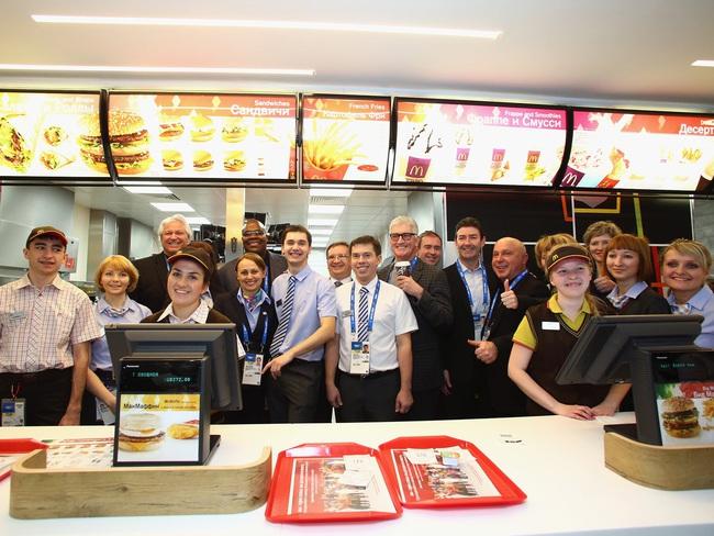 Thần đồng nước Anh biết đọc năm 2 tuổi, vào đại học khi lên 9 và lựa chọn đi bán đồ ăn nhanh McDonalds để thấy hạnh phúc - Ảnh 4.