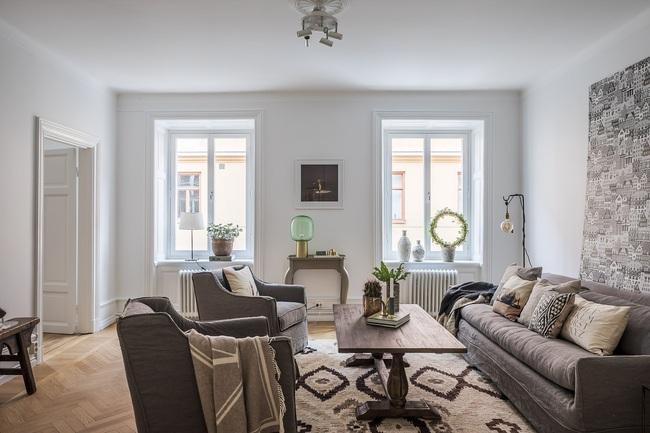 Nội thất màu sáng hài hòa trong căn hộ màu trắng xám siêu hiện đại ở Nga - Ảnh 1.