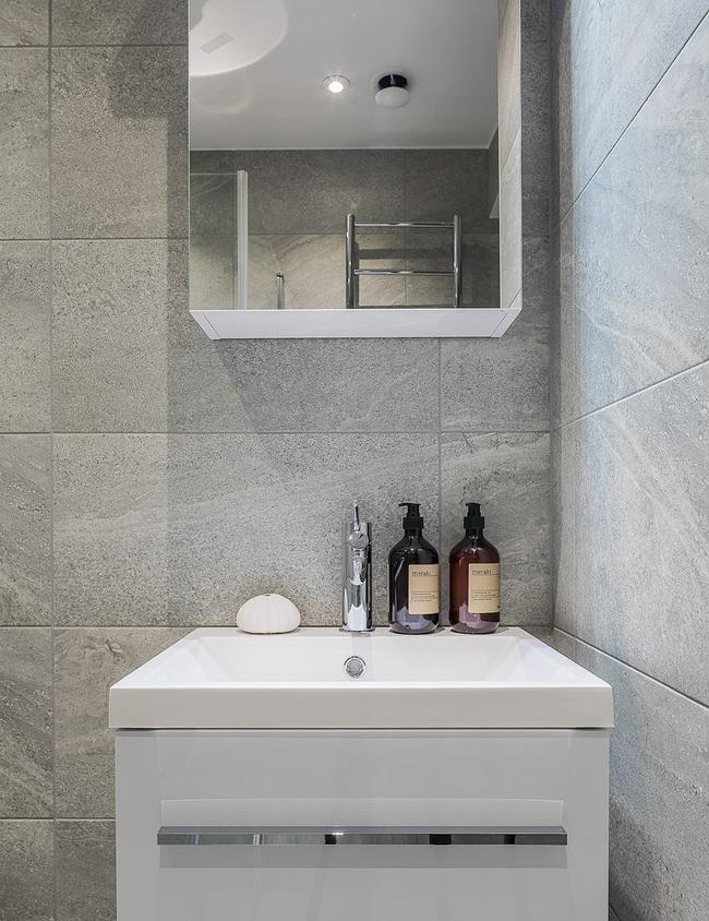 Nội thất màu sáng hài hòa trong căn hộ màu trắng xám siêu hiện đại ở Nga - Ảnh 15.
