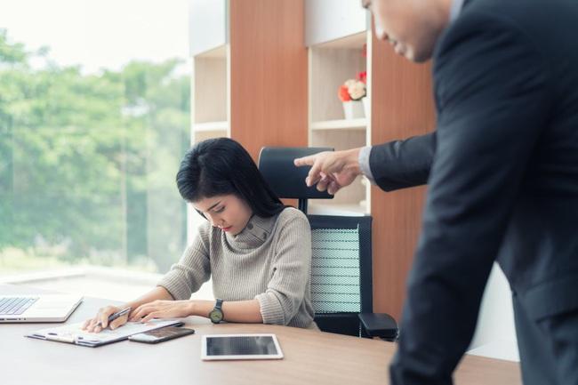 6 nguyên tắc vay-trả tiền để cuối năm chị em công sở dễ bề nhìn mặt nhau mà không mích lòng! - Ảnh 2.