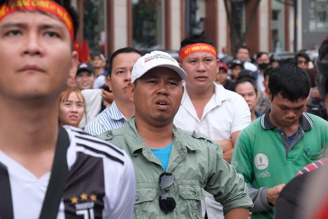 [Trực tiếp SEA Games 30] Hiệp 2 bắt đầu, U22 Việt Nam tràn lên tấn công với mong muốn san bằng tỷ số - Ảnh 5.