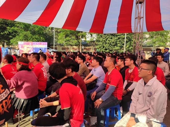 [Trực tiếp SEA Games 30] Việt Nam 1-2 Thái Lan: Tiến Linh ghi bàn đẳng cấp rút ngắn tỉ số, fan hâm mộ vỡ òa - Ảnh 3.