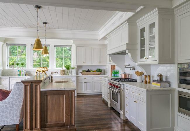 Chẳng thể ngờ chỉ với vài món phụ kiện đồng lại khiến diện mạo căn bếp trông rực rỡ hơn hẳn - Ảnh 7.
