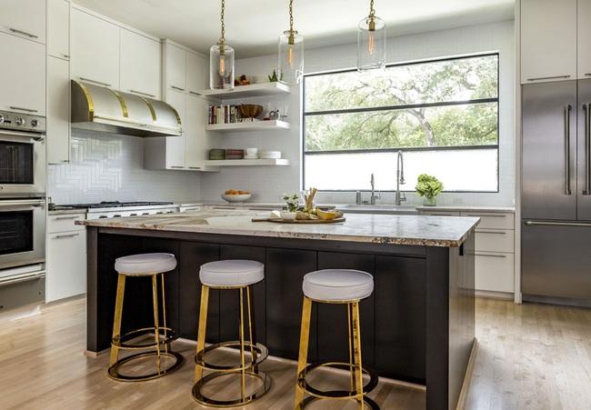 Chẳng thể ngờ chỉ với vài món phụ kiện đồng lại khiến diện mạo căn bếp trông rực rỡ hơn hẳn - Ảnh 17.