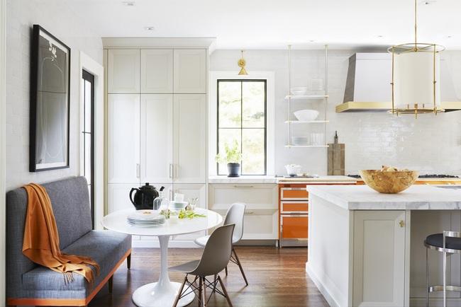 Chẳng thể ngờ chỉ với vài món phụ kiện đồng lại khiến diện mạo căn bếp trông rực rỡ hơn hẳn - Ảnh 21.