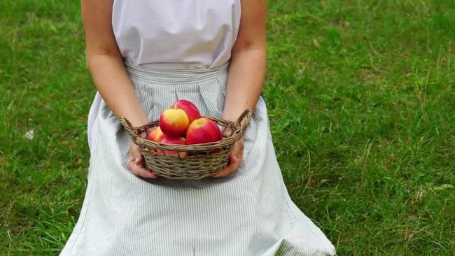Nếu mỗi đồng nghiệp ta ghét là một quả táo thì túi táo ta mang hàng ở nơi công sở ngày nặng đến độ nào? - Ảnh 2.