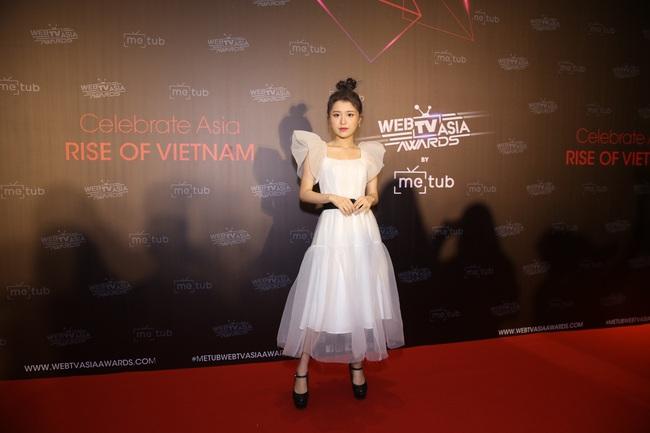 Thảm đỏ WebTVAsia Awards 2019: Nhã Phương xinh đẹp dịu dàng, Á hậu Huyền My gợi cảm khoe vòng 1 căng đầy - Ảnh 11.